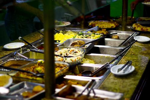 Toca Comer. Los buffets abundantes predisponen a la obesidad. Marisol Collazos Soto