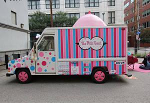 Toca Comer. Camión teta, para que las mujeres amamanten a niños. EE.UU. Marisol Collazos Soto
