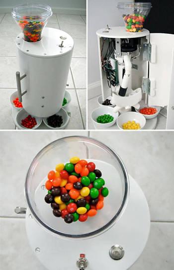 Toca Comer.  Máquina para clasificar bolas de chicle. Marisol Collazos Soto, Rafael Barzanallana