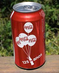 Toca Comer. Coca Cola transforma un camión de reparto en una mesa de comida colectiva. Marisol Collazos Soto, Rafael Barzanallana