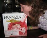 Toca Comer.   FRANZIA, vino en cartones de tres y cinco litros. Marisol Collazos Soto, Rafael Barzanallana