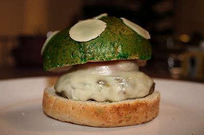 """Toca Comer. Porciones pequeñas de """"comida basura"""" satisfacen tanto como las grandes. Marisol Collazos Soto, Rafael Barzanallana"""