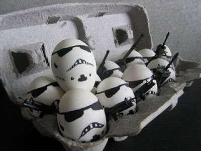 Toca Comer. Huevos decorados de soldados. Marisol Collazos Soto