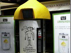 Toca Comer. Limón&Nada instala sus expendedoras que bajan el precio cuando sube la temperatura. Marisol Collazos Soto, Rafael Barzanallana
