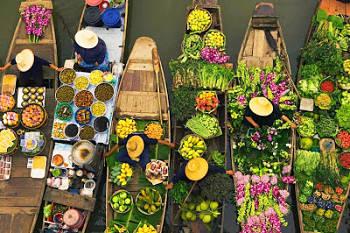 Toca Comer.   Mercado flotante en barcas. Marisol Collazos Soto, Rafael Barzanallana