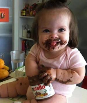 http://tocacomer.marisolcollazos.es/img/Nutella-nina.jpg