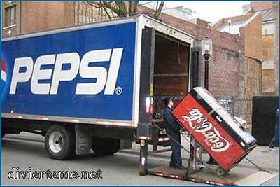 Toca Comer. Pepsi se vende menos que Coca-Cola aunque Pepsi sabe mejor. Marisol Collazos Soto, Rafael Barzanallana