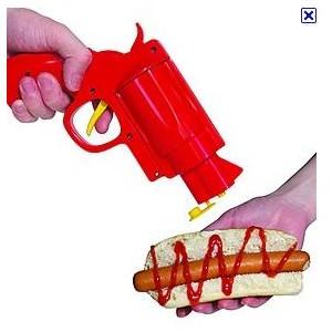Toca Comer. Pistola dispensador de ketchup y mostaza. Marisol Collazos Soto