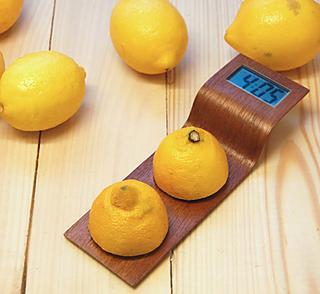 Toca Comer. reloj alimentado con la energía d eun limón. Marisol Collazos Soto
