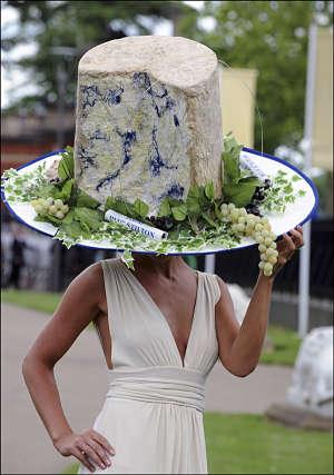 Toca Comer. Sombreros extravagantes con alimentos. Marisol Collazos Soto