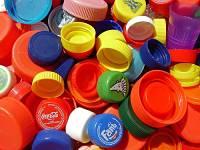 Toca Comer. Tendencias de plásticos para los envases de bebidas. Marisol Collazos Soto, Rafael Barzanallana
