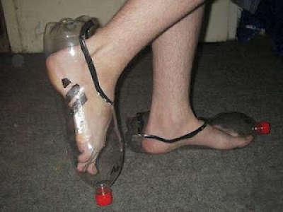 Toca comer. reutilización de botelals PET de agua como zapatos. Marisol Collazos Soto